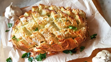 Cheese-filled Pull Apart Garlic Bread