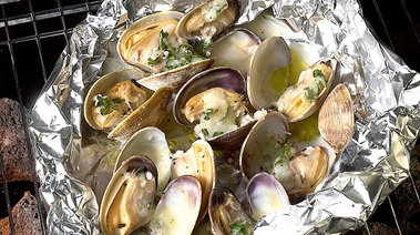 Foil Barbecued Clams with Wine, Garlic and Parsley