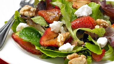 Mixed Baby Greens with Balsamic Marinated Strawberries, Goat Cheese and Walnuts