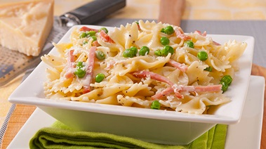 Pasta Alfredo with Ham and Peas